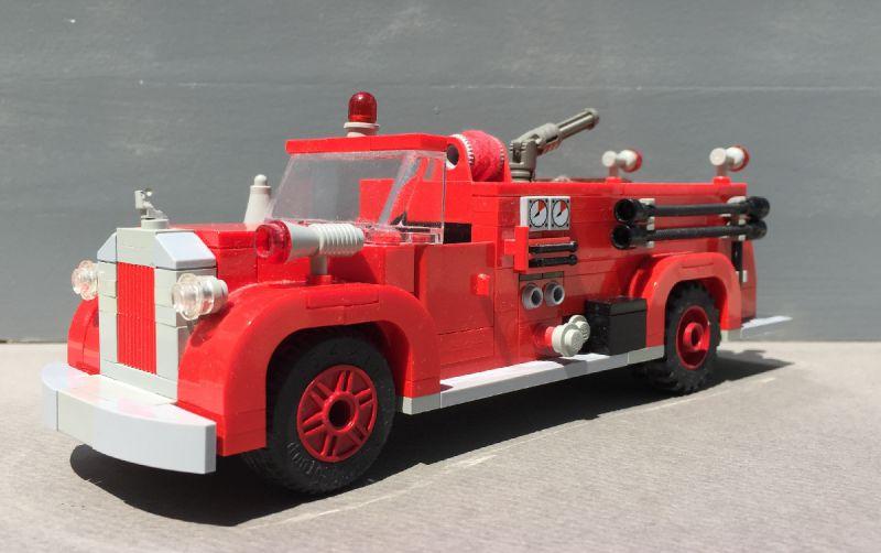 Пожарная машина из конструктора лего