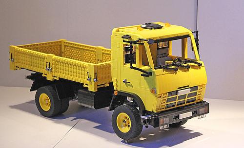 Lego желтый грузовик